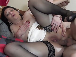 La Quarantaine et tres salope! - Full movie anal hardcore group sex