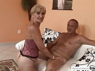 Amateur Mature Squirting And Getting Fucked Hard blowjob hardcore mature